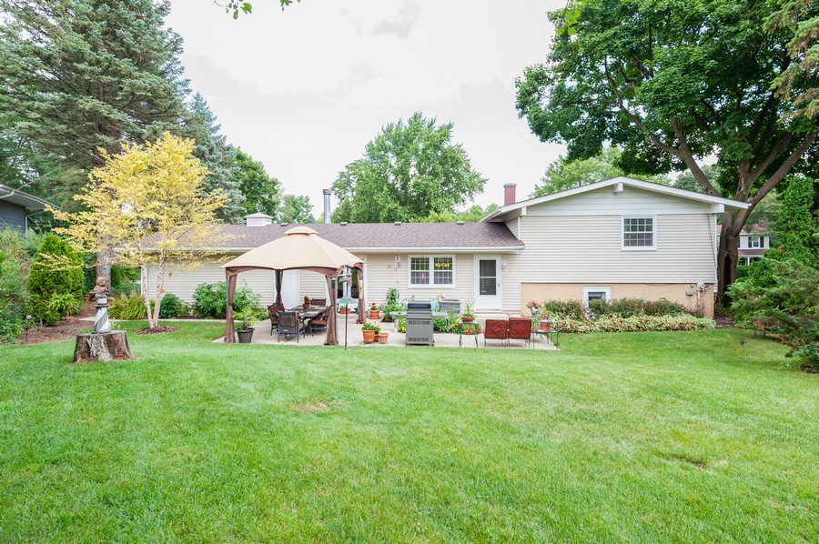 Real Estate Photography - 532 BERRIEDALE DR, CARY, IL, 60013 - Rear View