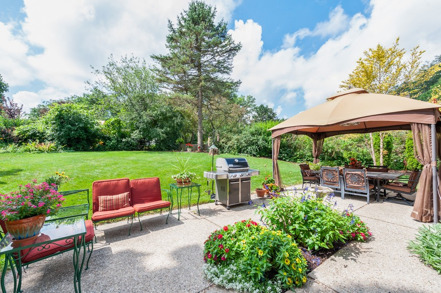 Real Estate Photography - 532 BERRIEDALE DR, CARY, IL, 60013 - Patio