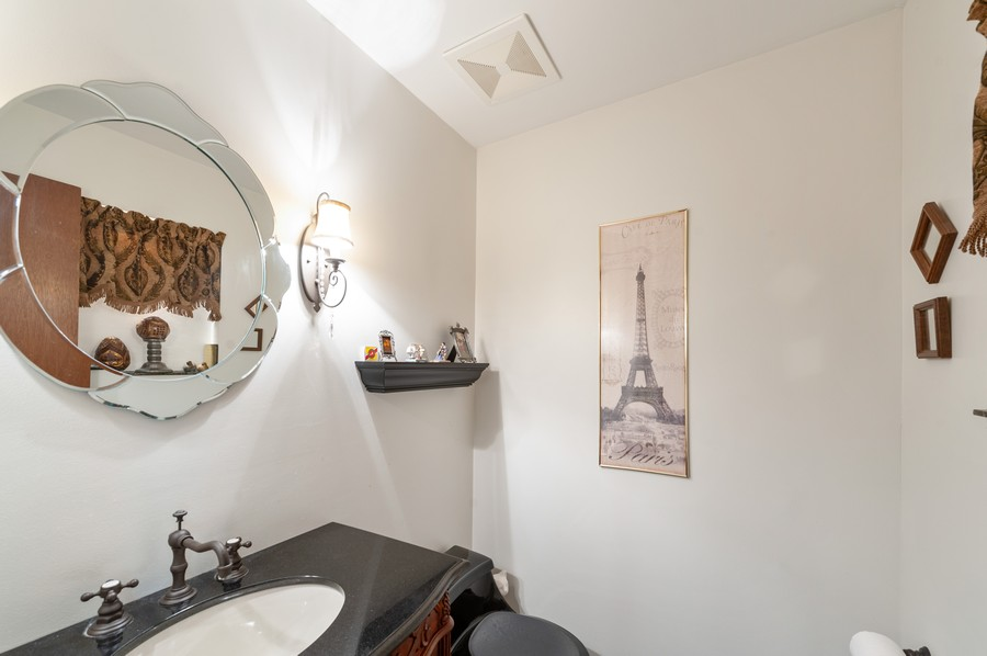 Real Estate Photography - 532 BERRIEDALE DR, CARY, IL, 60013 - 2nd Bathroom