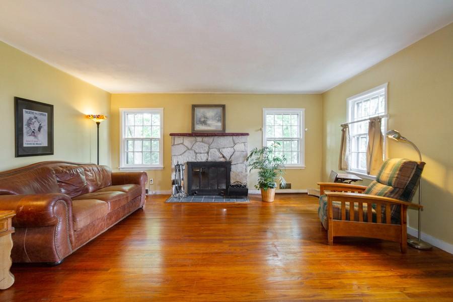 Real Estate Photography - 7725 Beaver Rd, Wonder Lake, IL, 60097 - Living Room