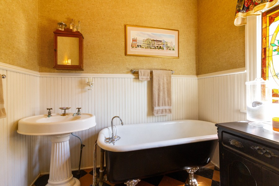 Real Estate Photography - 424 Fremont, Woodstock, IL, 60098 - 3rd Bathroom