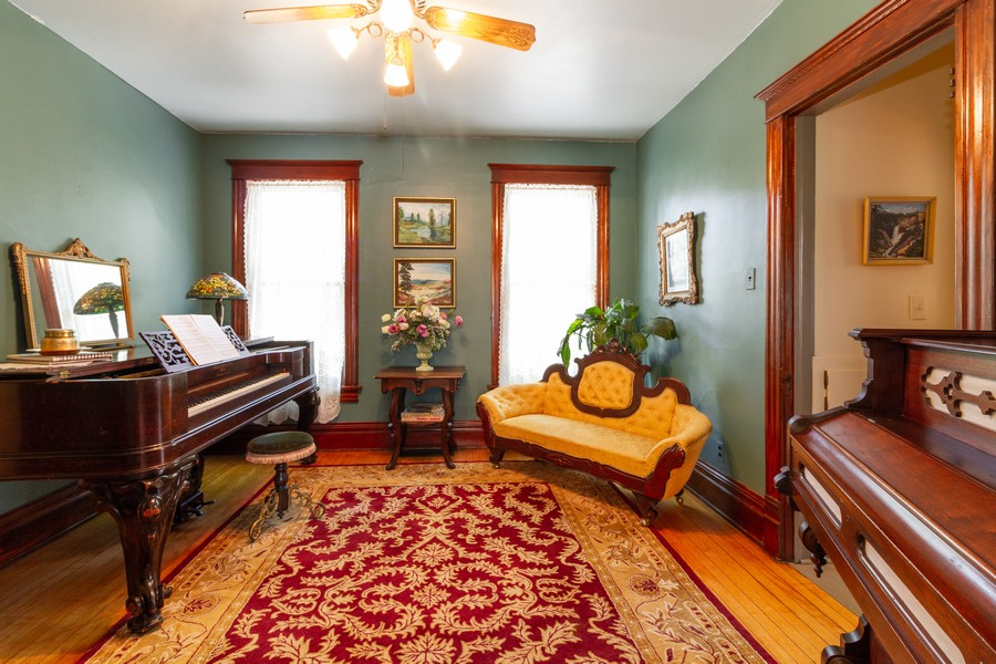 Real Estate Photography - 424 Fremont, Woodstock, IL, 60098 - Family Room