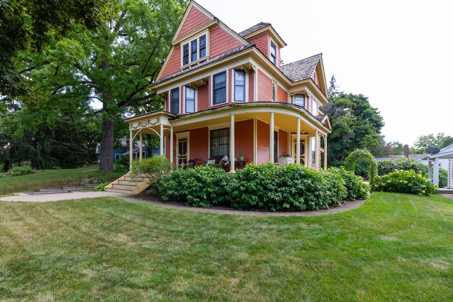 Real Estate Photography - 424 Fremont, Woodstock, IL, 60098 - Front View