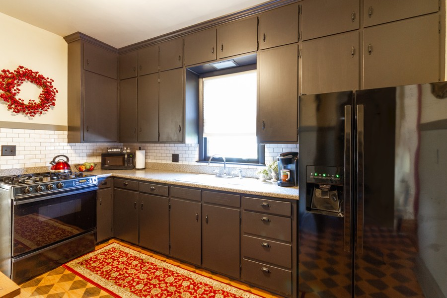 Real Estate Photography - 424 Fremont, Woodstock, IL, 60098 - Kitchen