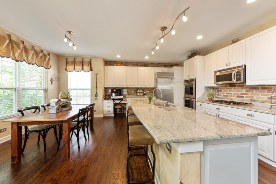 Real Estate Photography - 5610 Highland, Palatine, IL, 60067 - Kitchen / Breakfast Room