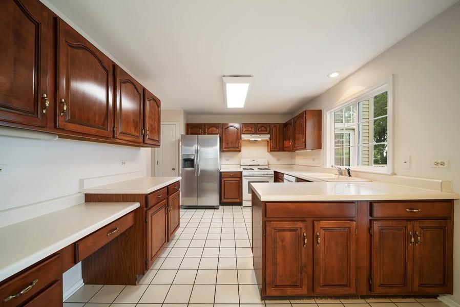 Real Estate Photography - 1764 Bradford Lane, Crystal Lake, IL, 60014 - Kitchen
