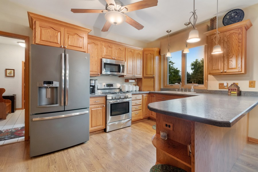 Real Estate Photography - 703 Silver Glen, McHenry, IL, 60050 - Kitchen