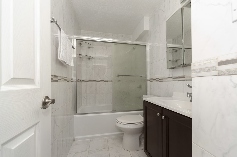 Real Estate Photography - 3300 Carriageway Dr, 309, Arlington Heights, IL, 60004 - Bathroom