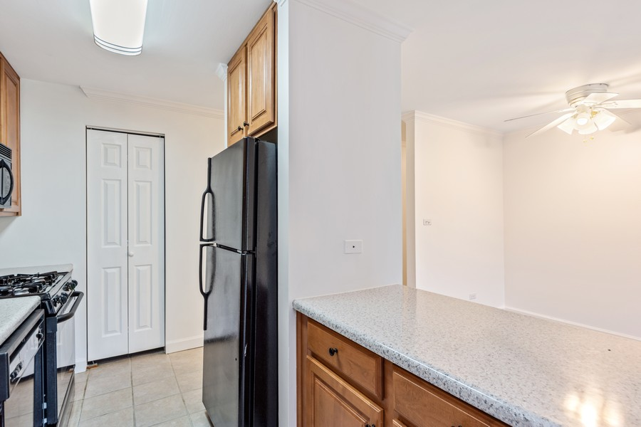 Real Estate Photography - 2403 N. Kennicott Drive #1C, Arlington Heights, IL, 60004 - Kitchen