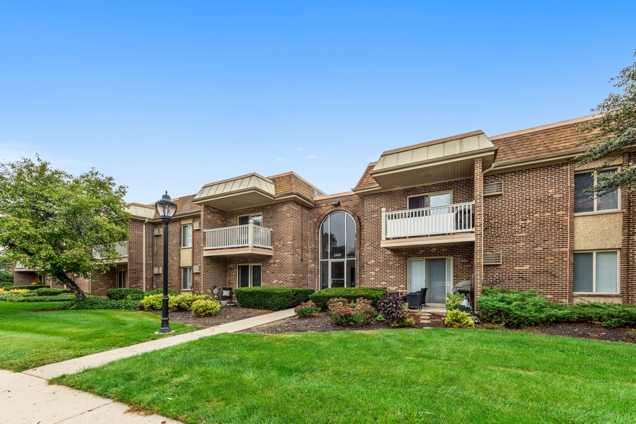 Real Estate Photography - 2403 N. Kennicott Drive #1C, Arlington Heights, IL, 60004 - Front View