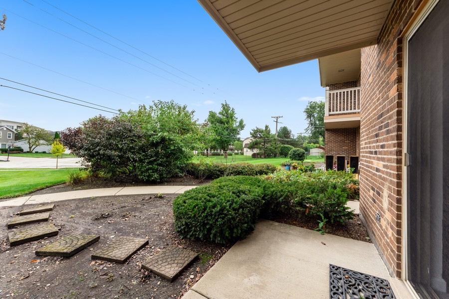 Real Estate Photography - 2403 N. Kennicott Drive #1C, Arlington Heights, IL, 60004 - Patio