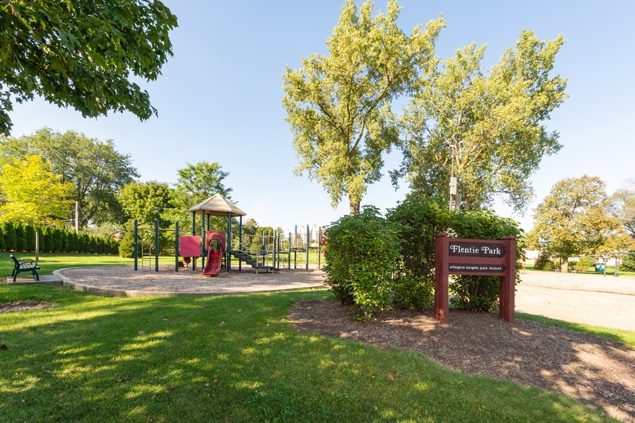 Real Estate Photography - 2035 E Mulberry Ln, Arlington Heights, IL, 60004 - Park View