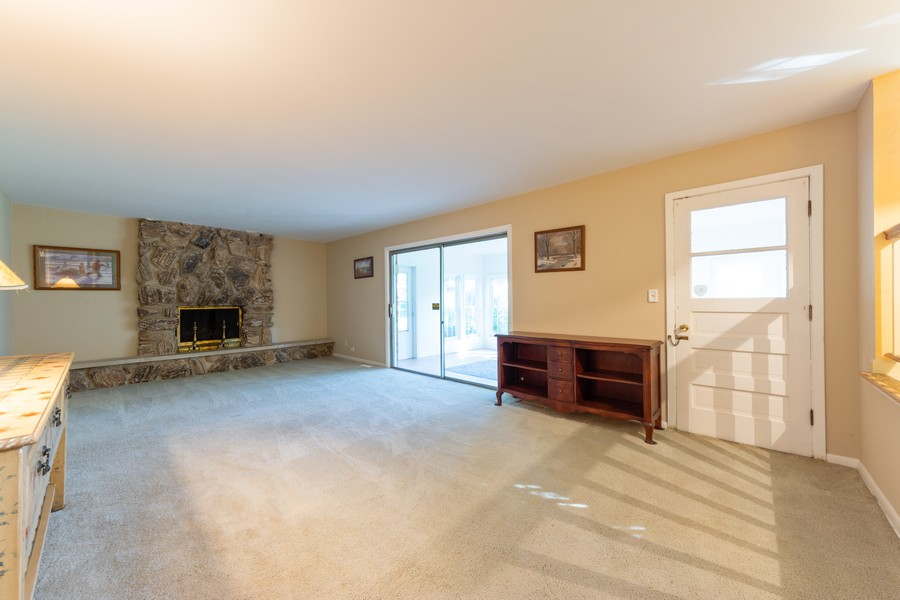 Real Estate Photography - 2035 E Mulberry Ln, Arlington Heights, IL, 60004 - Family Room