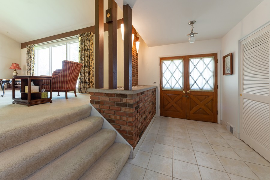 Real Estate Photography - 2035 E Mulberry Ln, Arlington Heights, IL, 60004 - Foyer