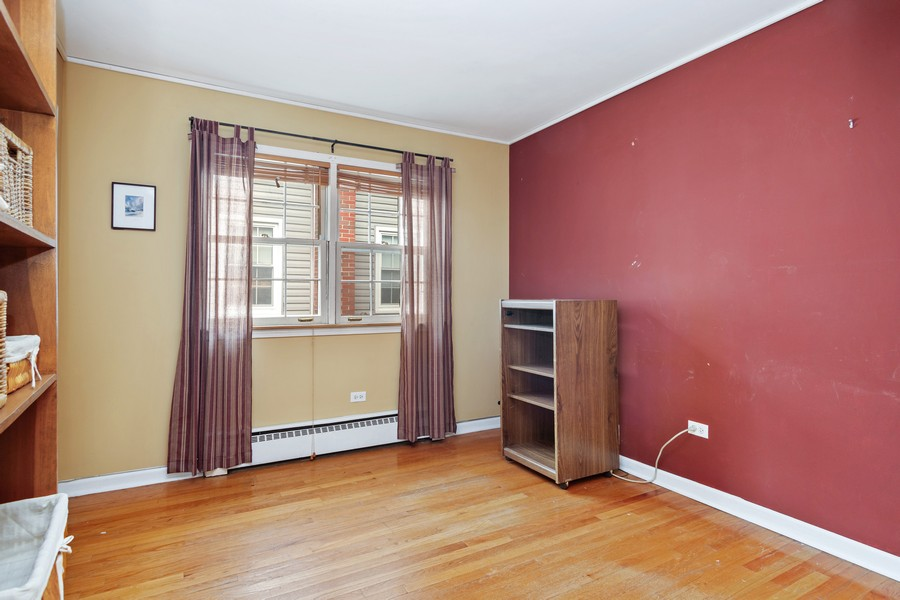 Real Estate Photography - 525 S Yale Ave, Arlington Heights, IL, 60005 - 2nd Bedroom