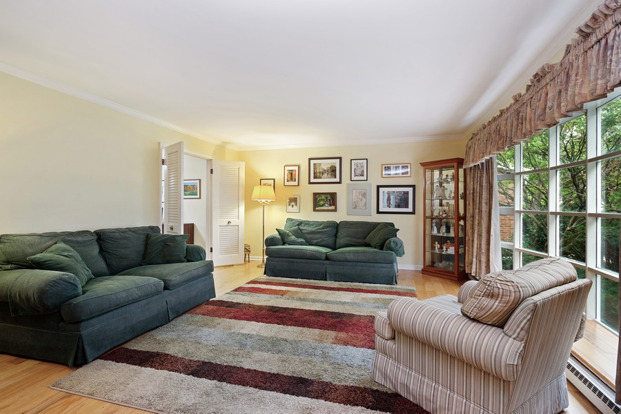 Real Estate Photography - 525 S Yale Ave, Arlington Heights, IL, 60005 - Living Room