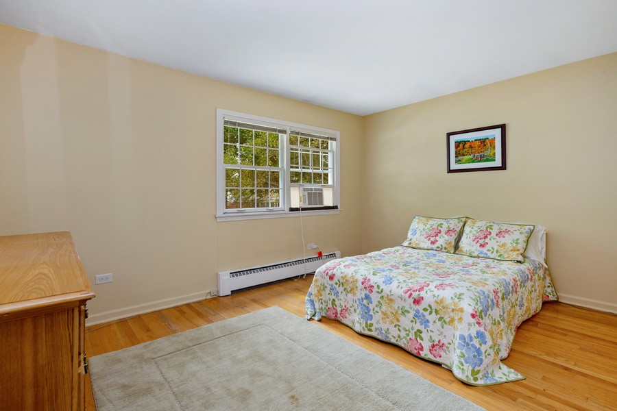 Real Estate Photography - 525 S Yale Ave, Arlington Heights, IL, 60005 - Bedroom