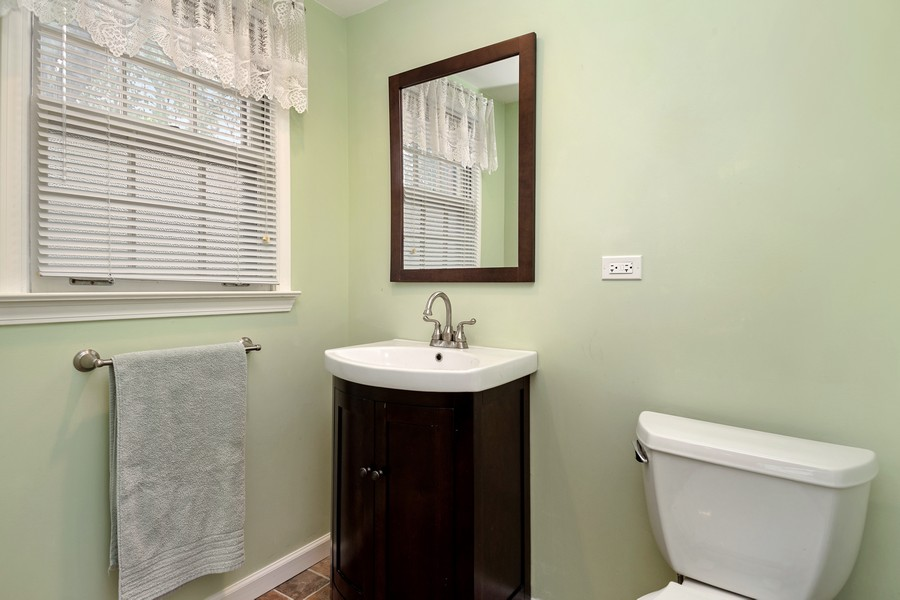 Real Estate Photography - 525 S Yale Ave, Arlington Heights, IL, 60005 - Powder Room