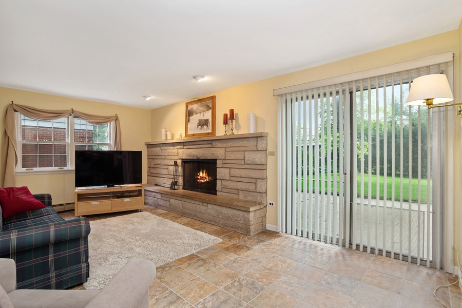 Real Estate Photography - 525 S Yale Ave, Arlington Heights, IL, 60005 - Family Room