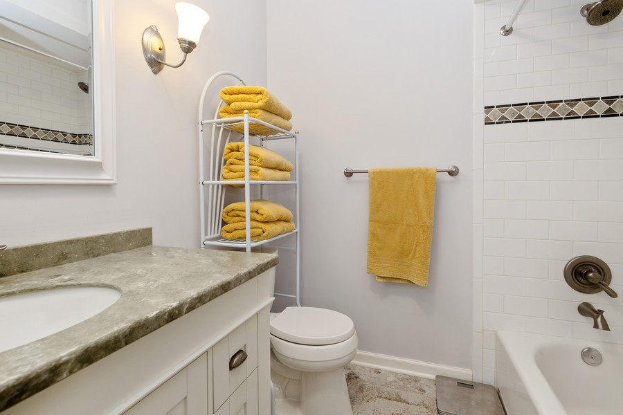 Real Estate Photography - 525 S Yale Ave, Arlington Heights, IL, 60005 - Bathroom