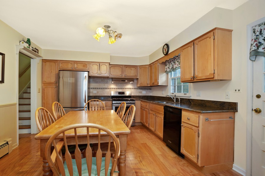 Real Estate Photography - 525 S Yale Ave, Arlington Heights, IL, 60005 - Kitchen