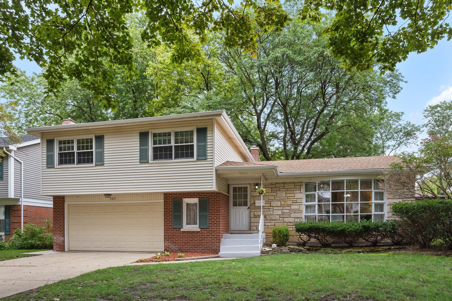 Real Estate Photography - 525 S Yale Ave, Arlington Heights, IL, 60005 - Front View