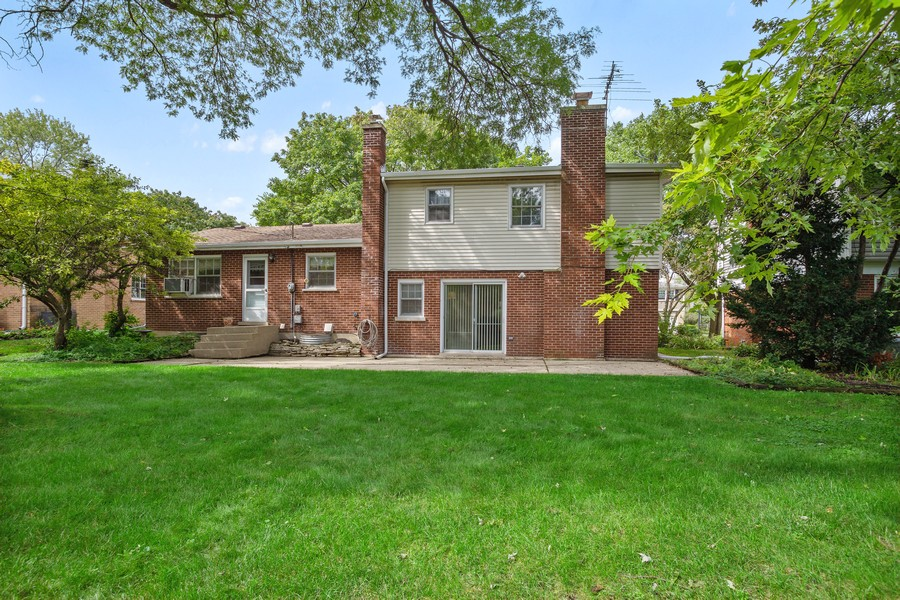 Real Estate Photography - 525 S Yale Ave, Arlington Heights, IL, 60005 - Rear View