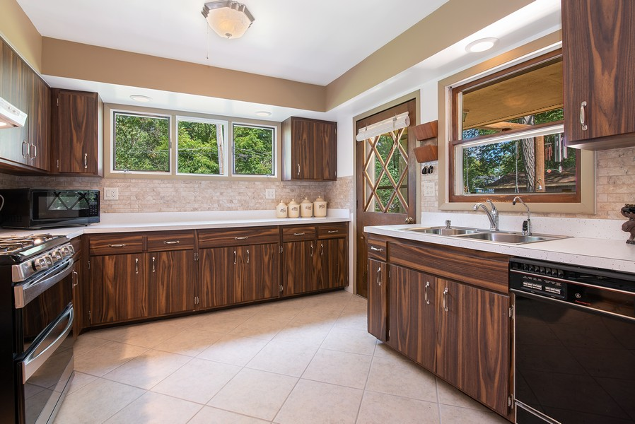Real Estate Photography - 26582 W Stonegate, Antioch, IL, 60002 - Kitchen