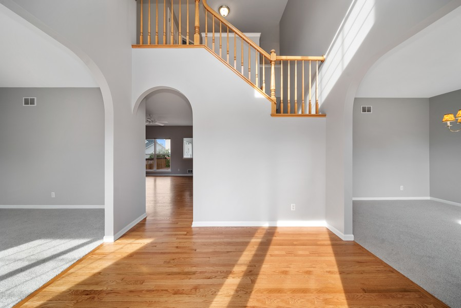 Real Estate Photography - 1361 Boxwood Drive, Crystal Lake, IL, 60014 - Foyer
