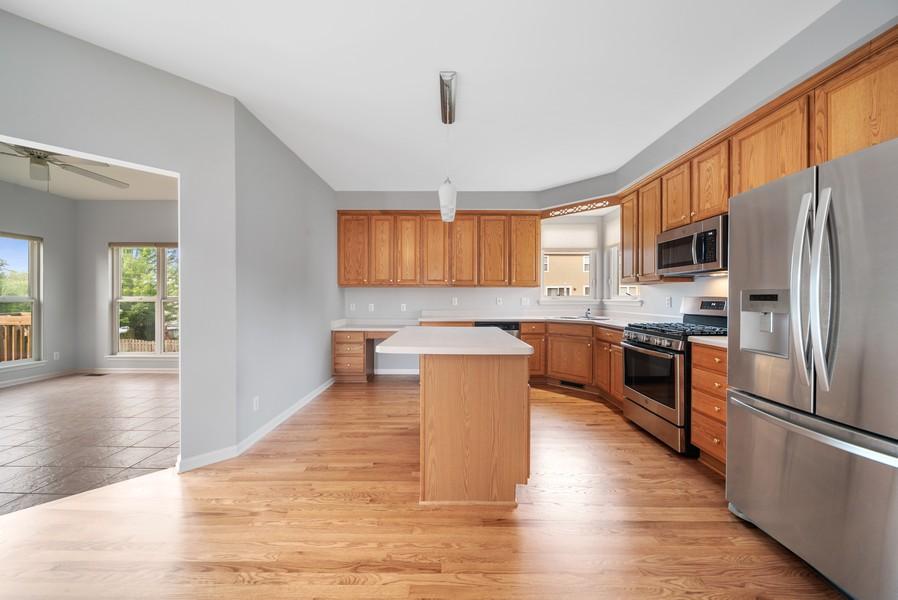 Real Estate Photography - 1361 Boxwood Drive, Crystal Lake, IL, 60014 - Kitchen