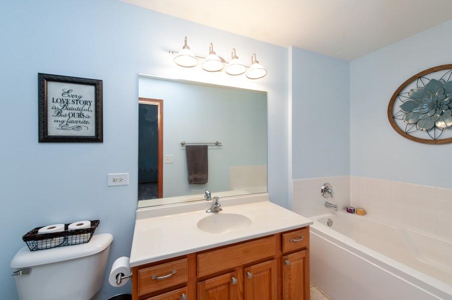 Real Estate Photography - 106 Terra Vista Ct, Volo, IL, 60020 - Master Bathroom