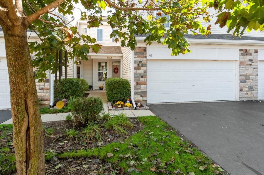 Real Estate Photography - 106 Terra Vista Ct, Volo, IL, 60020 - Front View