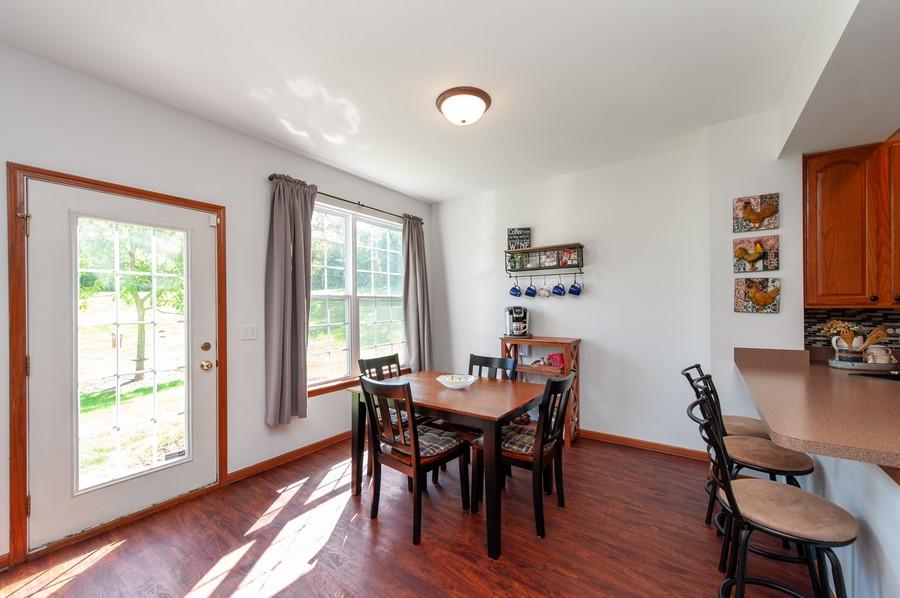 Real Estate Photography - 106 Terra Vista Ct, Volo, IL, 60020 - Dining Area