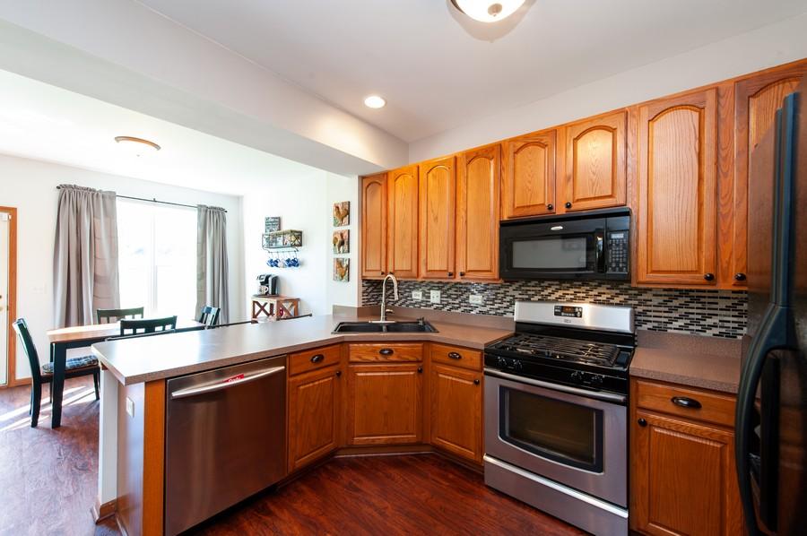 Real Estate Photography - 106 Terra Vista Ct, Volo, IL, 60020 - Kitchen