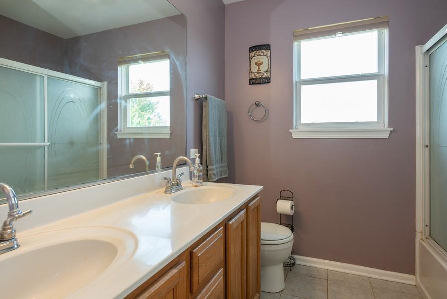 Real Estate Photography - 450 Brookside Avenue, Algonquin, IL, 60102 - 2nd Bathroom