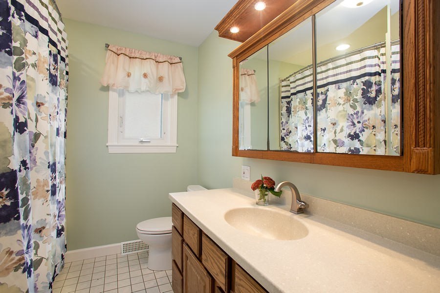 Real Estate Photography - 7 S Rob Road, Mount Prospect, IL, 60056 - 3rd Bathroom