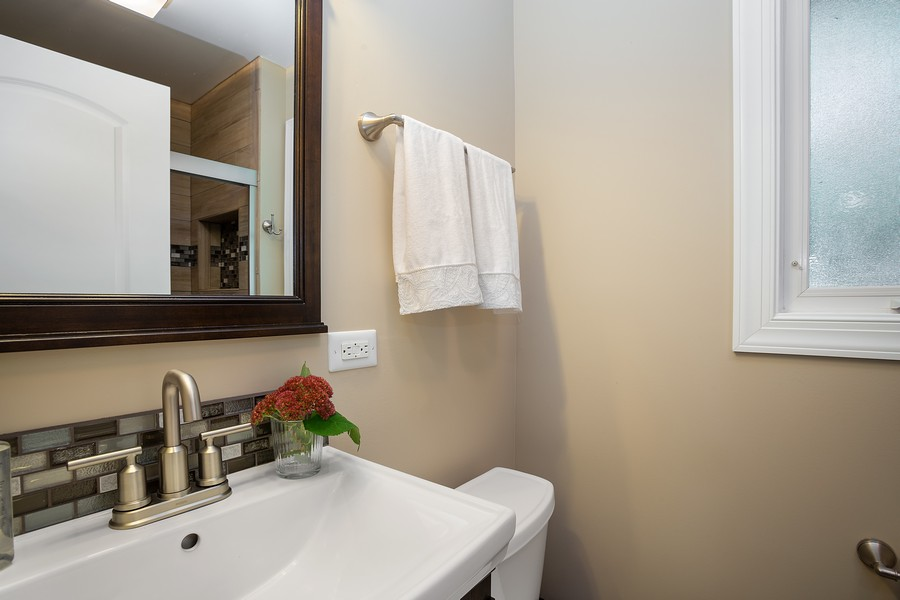 Real Estate Photography - 7 S Rob Road, Mount Prospect, IL, 60056 - Bathroom