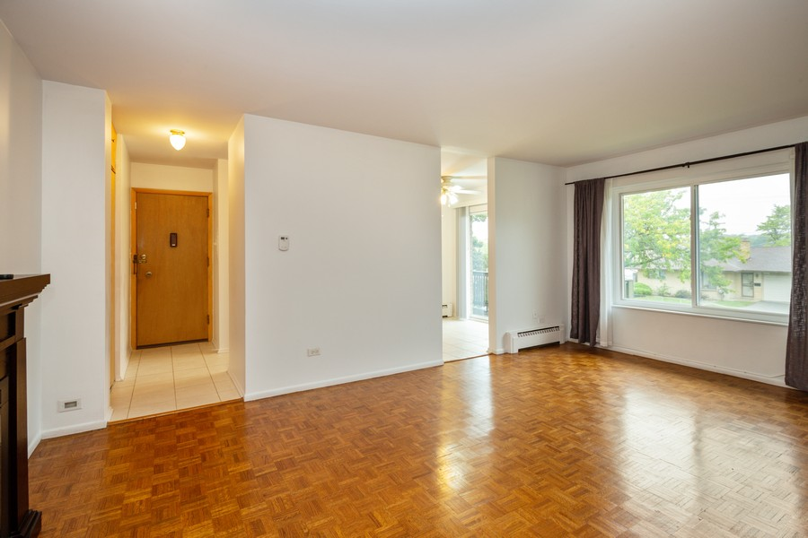 Real Estate Photography - 791 W. Kathleen, #C, Des Plaines, IL, 60016 - Living Room