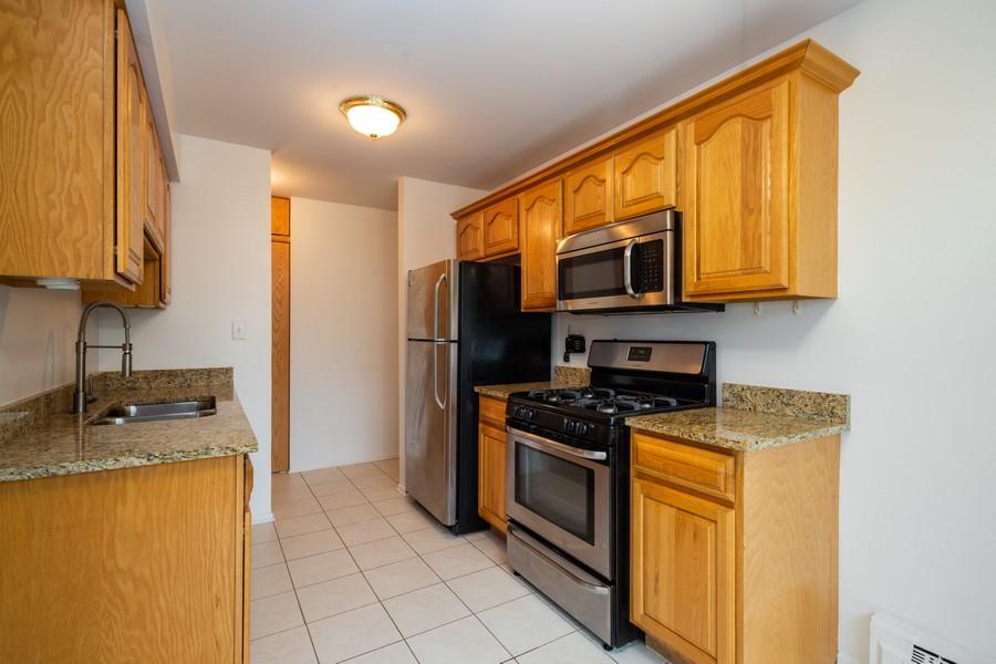 Real Estate Photography - 791 W. Kathleen, #C, Des Plaines, IL, 60016 - Kitchen