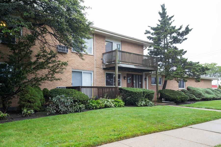 Real Estate Photography - 791 W. Kathleen, #C, Des Plaines, IL, 60016 - Front View