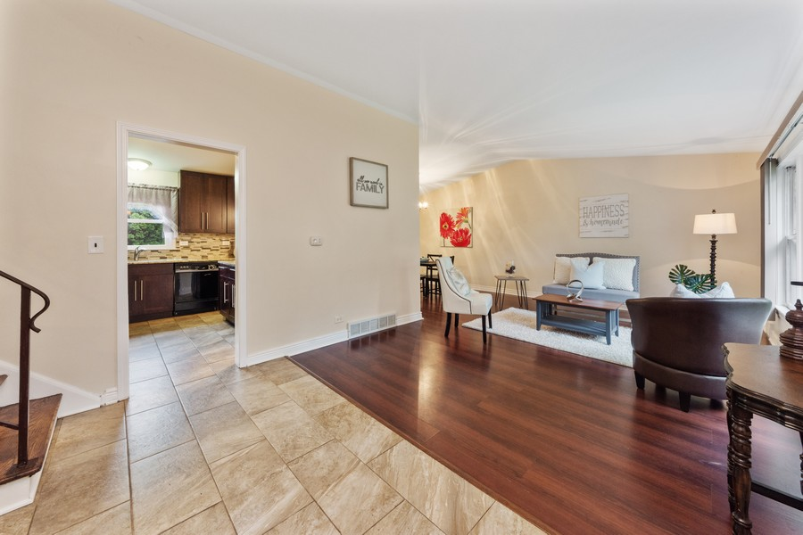 Real Estate Photography - 1505 E. Rosehill Dr., Arlington Heights, IL, 60004 - Living Room