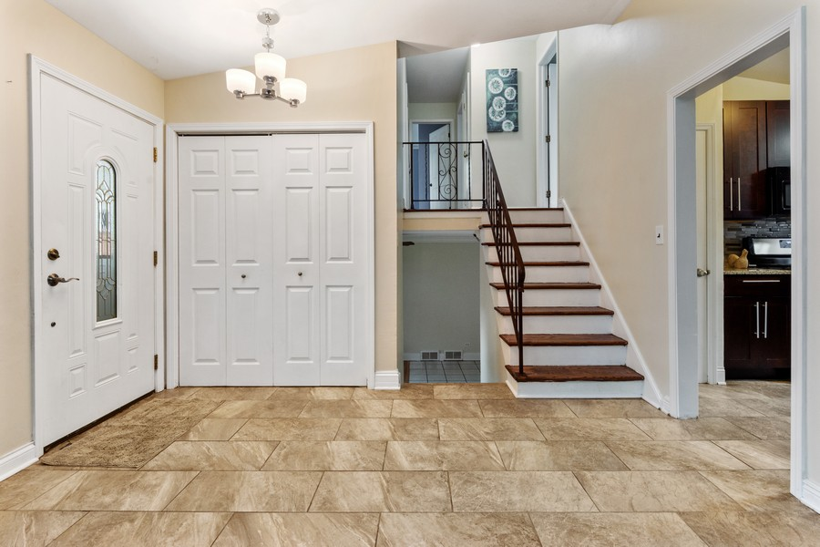 Real Estate Photography - 1505 E. Rosehill Dr., Arlington Heights, IL, 60004 - Foyer