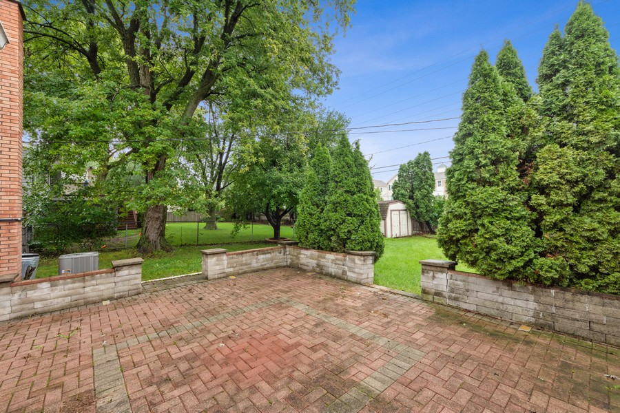 Real Estate Photography - 1505 E. Rosehill Dr., Arlington Heights, IL, 60004 - Patio