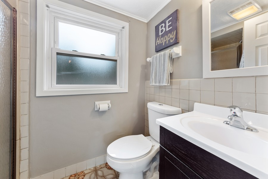 Real Estate Photography - 1505 E. Rosehill Dr., Arlington Heights, IL, 60004 - 2nd Bathroom