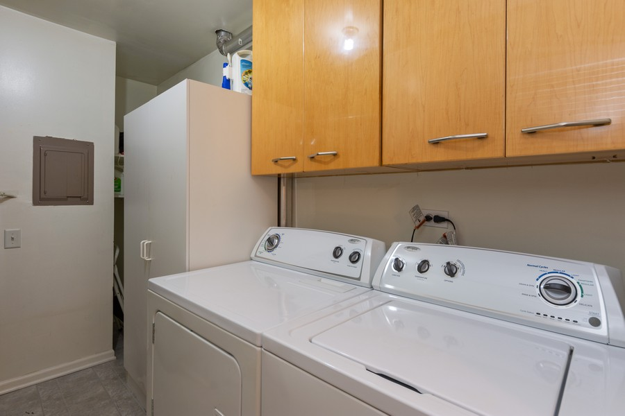 Real Estate Photography - 602 Hapsfield Lane, Buffalo Grove, IL, 60067 - Laundry Room