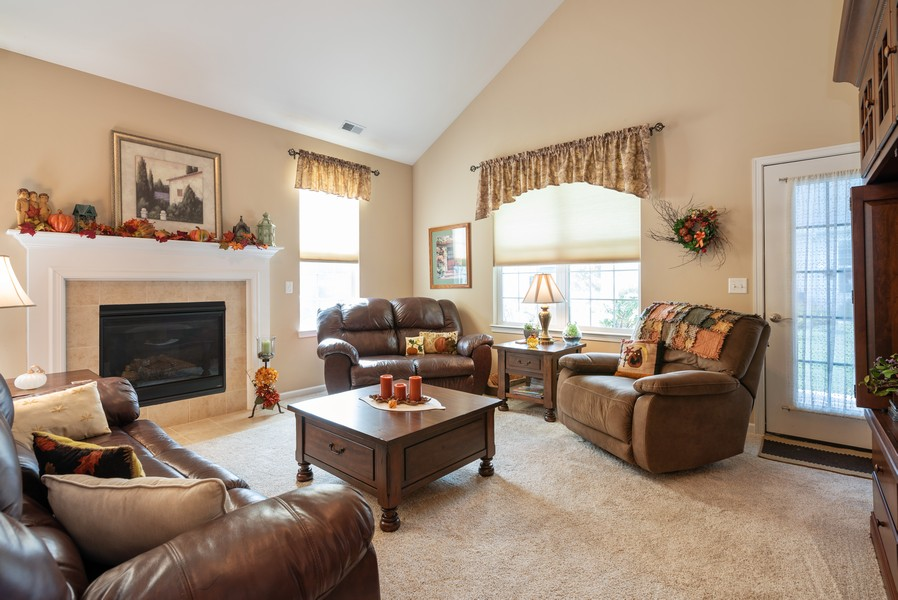 Real Estate Photography - 1031 Broadmoor, Elgin, IL, 60124 - Living Room