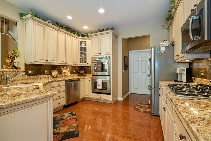 Real Estate Photography - 1031 Broadmoor, Elgin, IL, 60124 - Kitchen