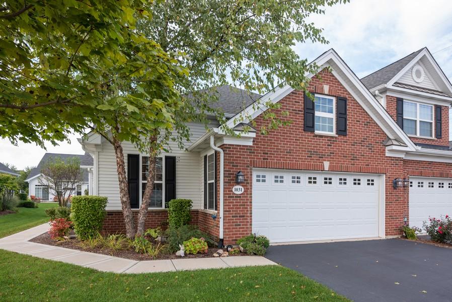 Real Estate Photography - 1031 Broadmoor, Elgin, IL, 60124 - Garage
