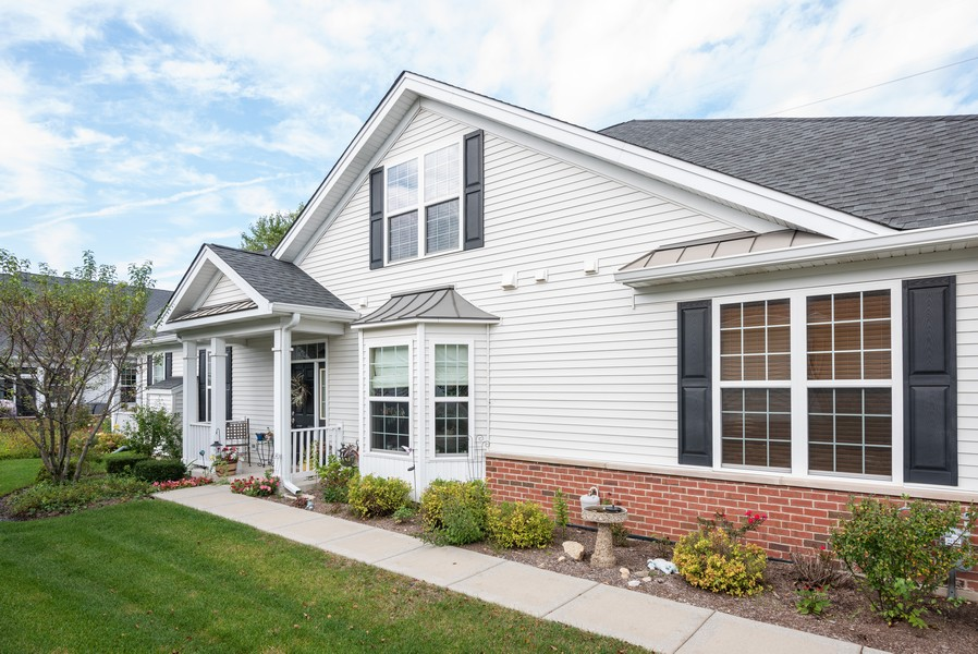 Real Estate Photography - 1031 Broadmoor, Elgin, IL, 60124 - Front View