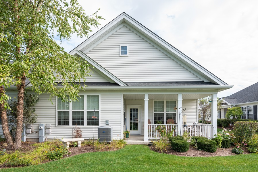 Real Estate Photography - 1031 Broadmoor, Elgin, IL, 60124 - Rear View